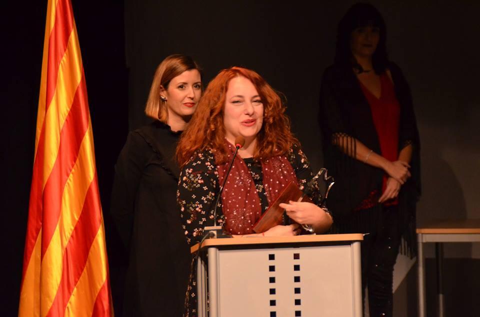 Laura Garí, recull l'homenatge al seu pare, Baptista Gari a la festa de l'Esport de Móra d'Ebre de 2017.