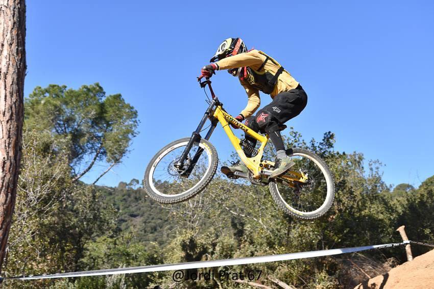 L'Oliver es un dels integrants de l'equip Riberabike Gravity Team de la Penya Ciclista Ribea d'Ebre