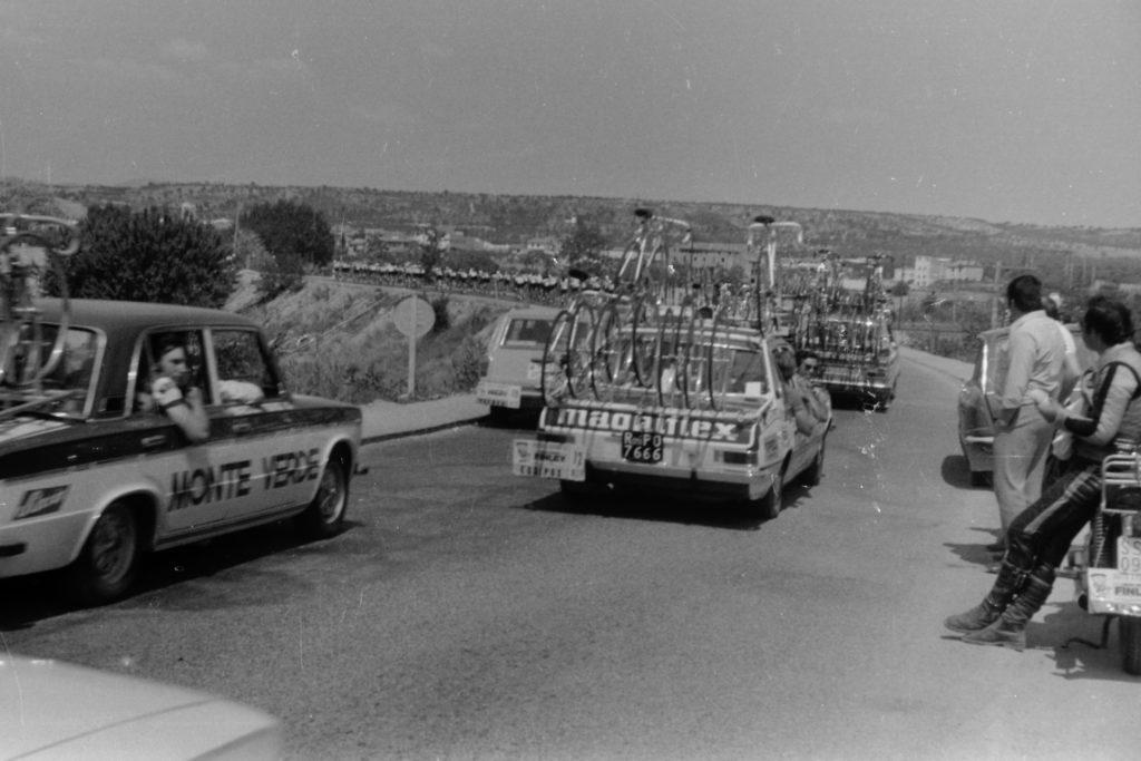 Volta Ciclista creuant l'Ebre entre Móra d'Ebre i Móra la Nova