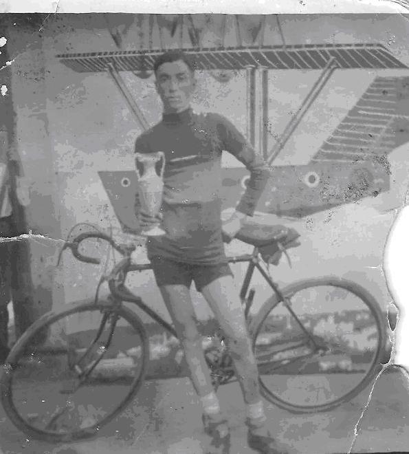 Ramon Ardevol fou uns ciclista de Móra d'Ebre entre els any 20 i 30