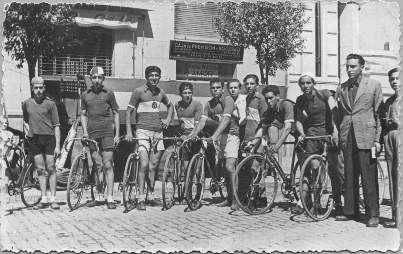 Història de la Penya Ciclista Ribera d'Ebre Cursa a Tortosa anys 50. Hi vàrem participar Francisco Martí i Josep Loscos de Móra d'Ebre