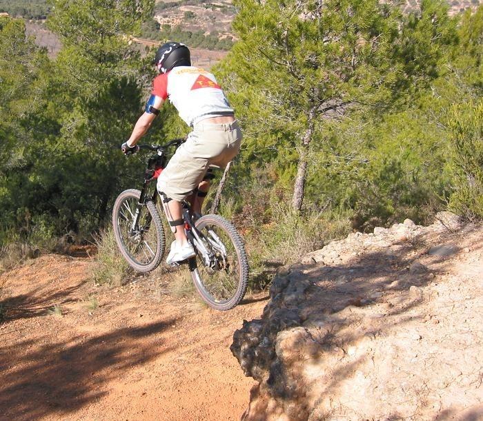 L'Oliver es un dels integrants de l'equip Riberabike Gravity Team de la Penya Ciclista Ribera d'Ebre