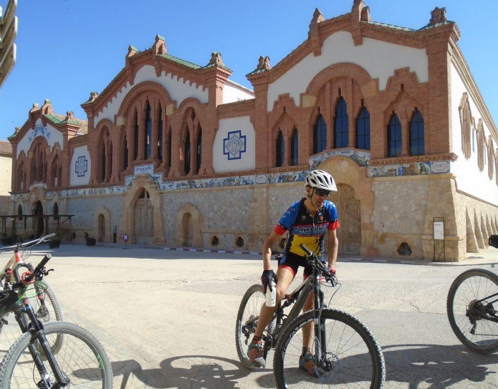 Sortida de la Penya Ciclista Ribera d'Ebre Celler cooperatiu El Pinell de Brai